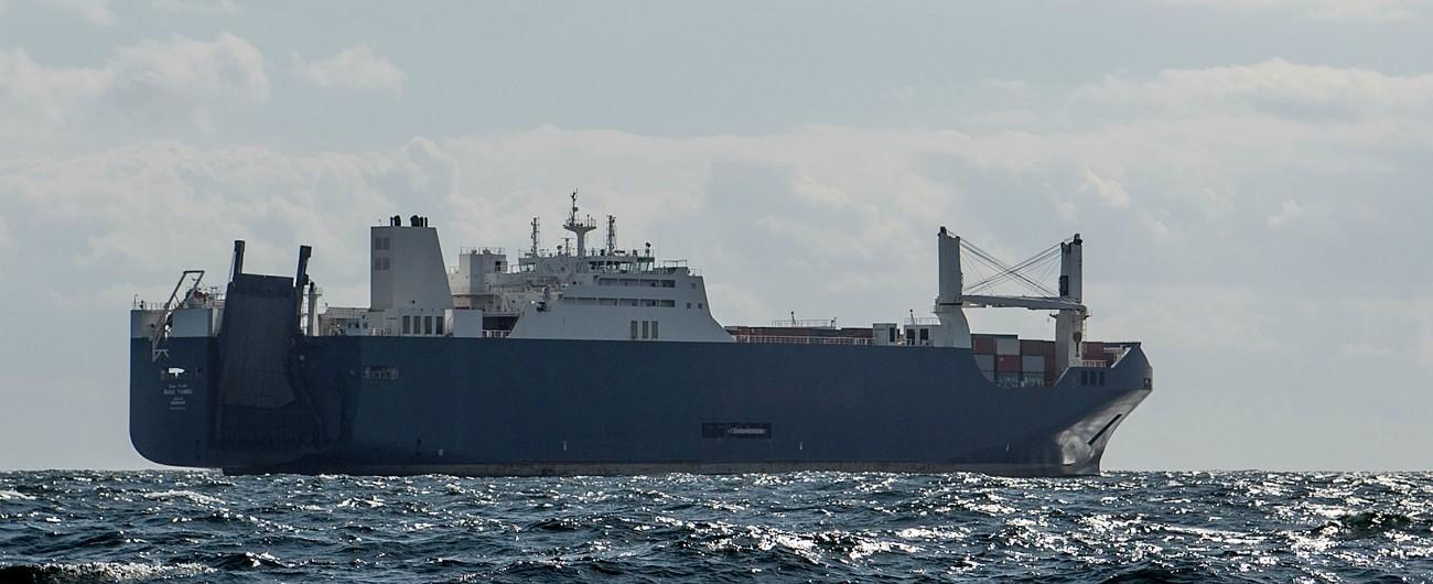 Genova, riprendono le operazioni di carico sulla nave che trasporta armi. Merce sensibile lasciata in porto