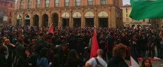 Bologna, scontri tra polizia e manifestanti durante protesta per comizio Forza Nuova