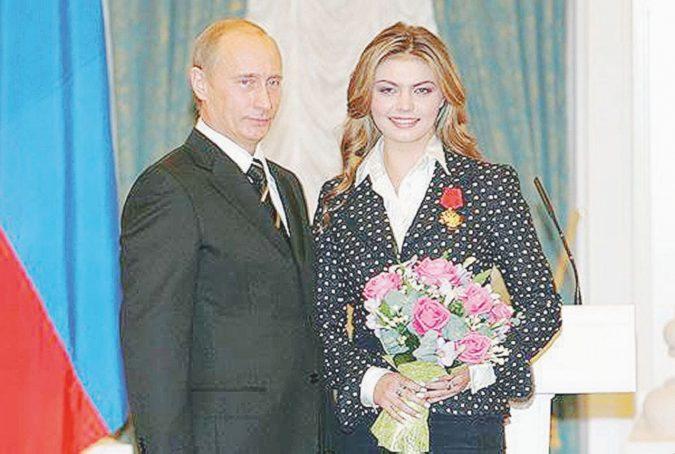 """I gemelli di Putin: Alina, lo zar ancora papà e il parto """"segreto"""""""