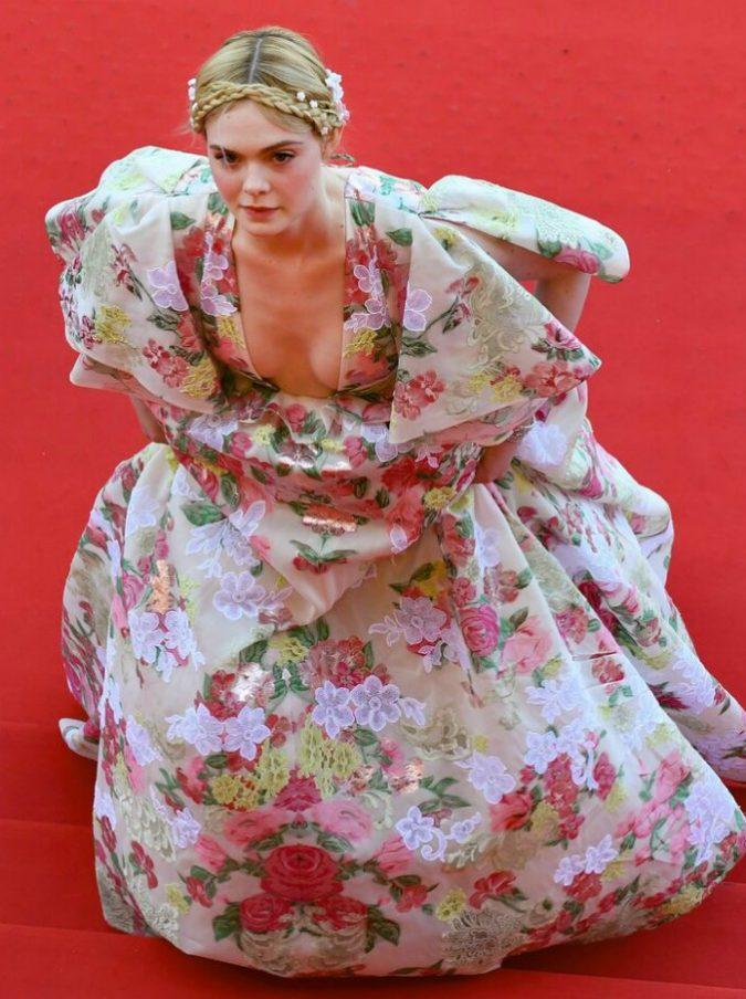 Festival di Cannes, Elle Fanning ha un malore e collassa durante la cena di gala