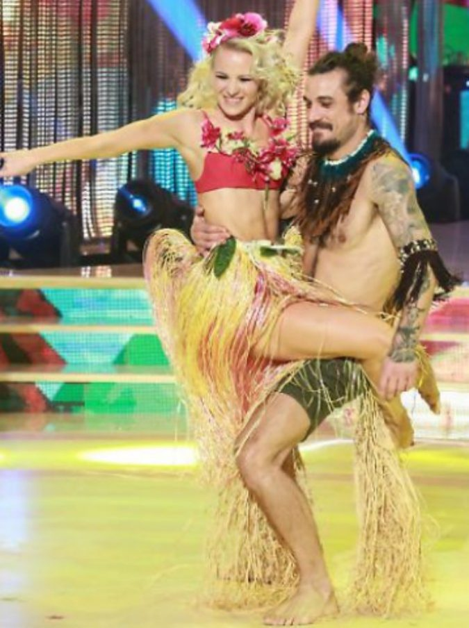 Ballando con le Stelle, l'intesa tra Osvaldo e Veera Kinnunen scatena i gossip. E il suo fidanzato Stefano Oradei fa una scenata di gelosia