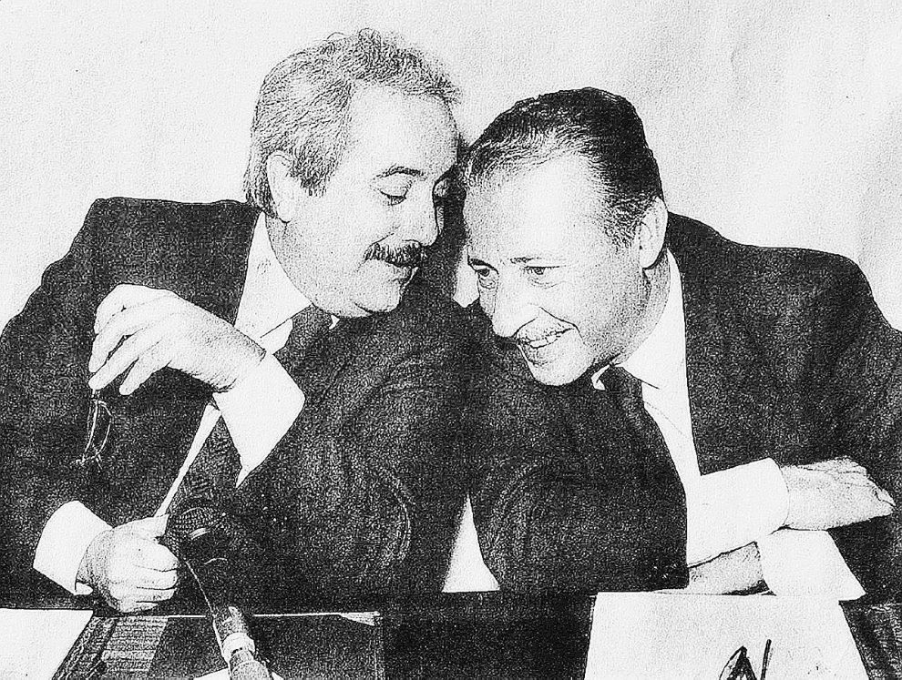 27 anni fa – Giovanni Falcone e Paolo Borsellino furono uccisi nelle stragi del 23 maggio e del 19 luglio 1992. La vendetta per il maxiprocesso di Palermo era solo uno dei moventi – Ansa