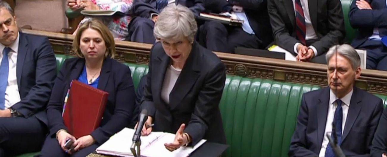 Brexit, Theresa May sotto assedio: pressing per le dimissioni. E i britannici iniziano a votare per le elezioni europee