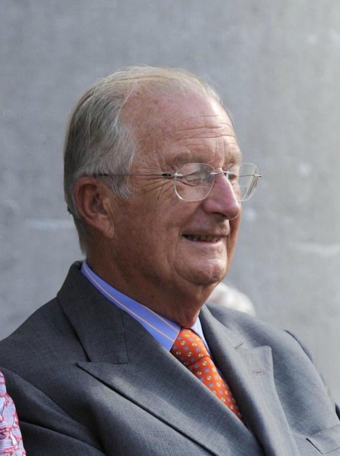 Belgio, l'ex re Alberto II si sottoporrà al test del Dna per stabilire se Delphine Boel sia davvero la sua figlia illegittima