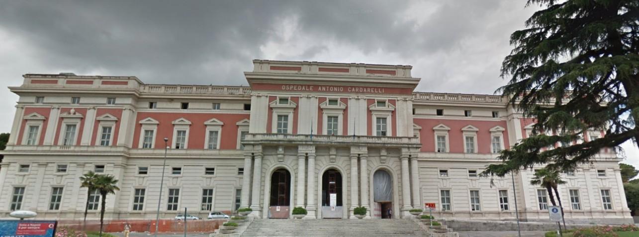 Napoli, mancano lenzuola e camici puliti all'ospedale Cardarelli: sospesi interventi e ricoveri programmati