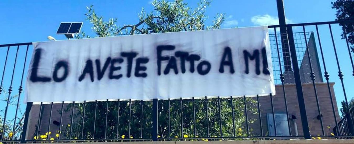 """San Benedetto del Tronto, striscione delle clarisse """"contro clima di odio"""". Si dimette il segretario pastorale: """"Pseudo-Chiesa"""""""
