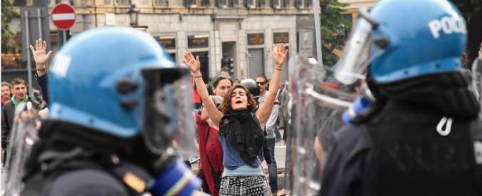 Genova, scontri tra antifascisti e Polizia durante comizio Casapound: cinque feriti. Un giornalista con due dita fratturate