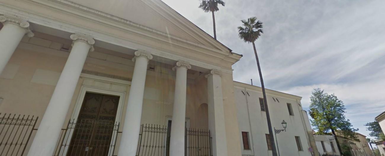 Truffe a parrocchie e conventi, arrestata la banda: 86 colpi in tutta Italia. Tra le vittime anche l'ex arcivescovo di Sassari