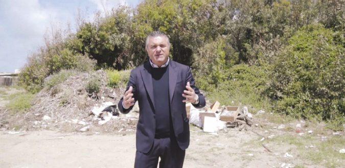 Il candidato sindaco con l'arma in casa. Un altro uomo di De Luca finito nei guai