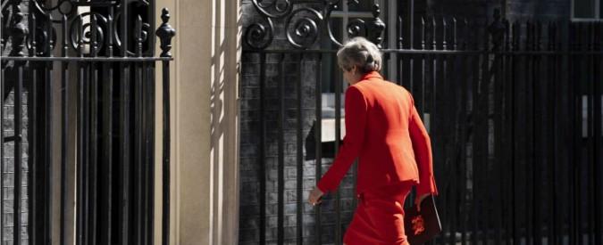 Theresa May, da Lady di Ferro a capo debole. Ascesa e lenta caduta della premier affondata da compagni partito