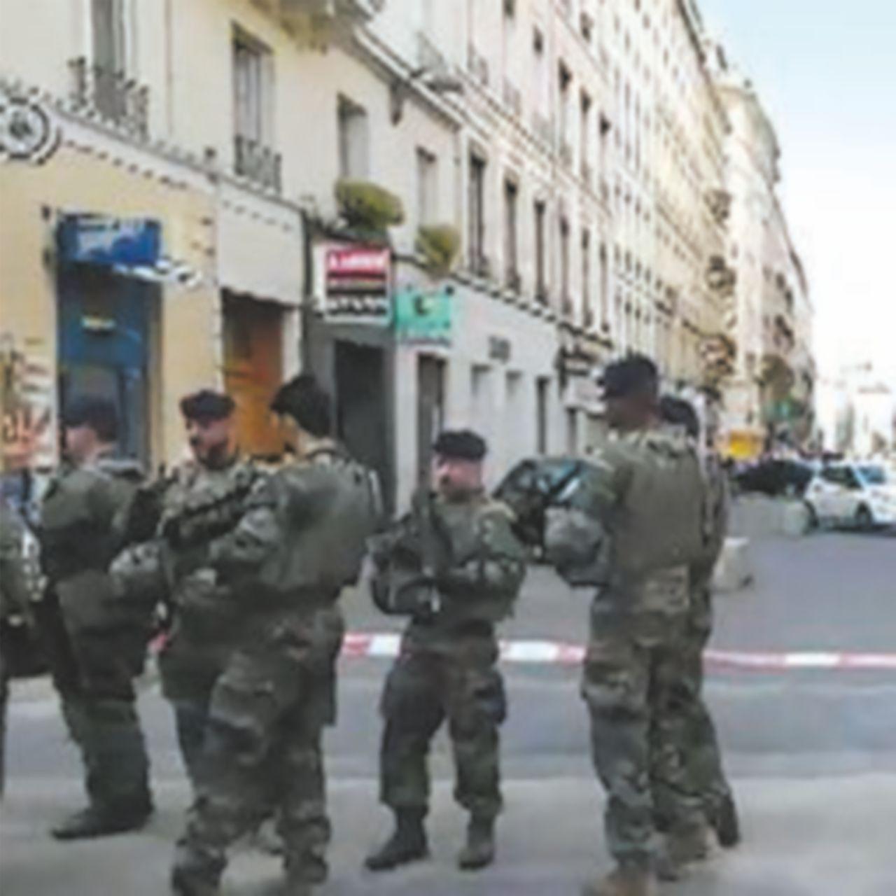 """Pacco-bomba a Lione: 13 feriti Macron: """"Città sotto attacco"""""""
