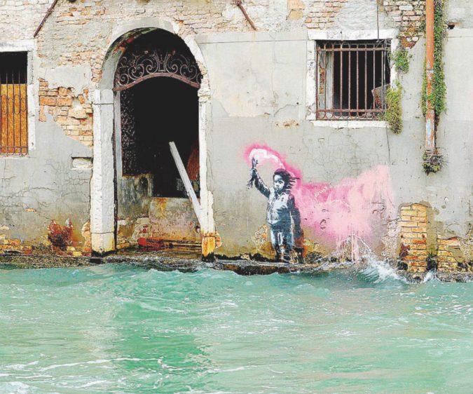 Venezia, lo schiaffo di Banksy alla Biennale del potere