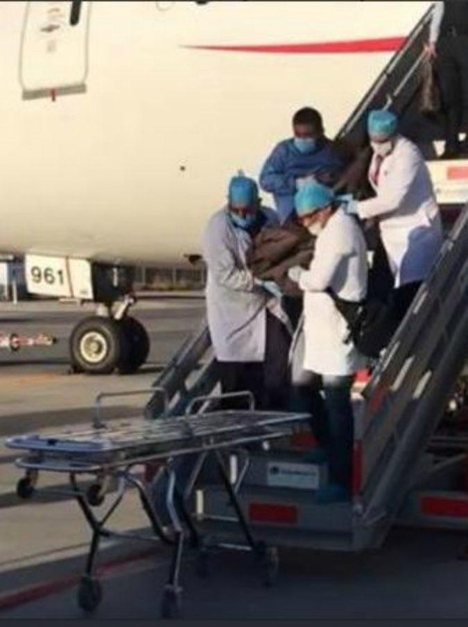 Ingoia 246 pacchetti di cocaina: muore d'infarto mentre è in volo