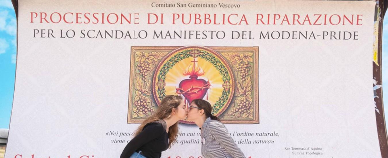"""Gay Pride, """"processione riparatrice"""" a Modena. Il ministro Fontana: """"Condivisibile, felice che la facciate"""""""