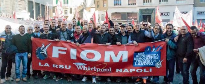 """Whirlpool, la Fiom denuncia: """"Vogliono vendere lo stabilimento di Napoli"""". Di Maio: """"Pretendo delle spiegazioni"""""""