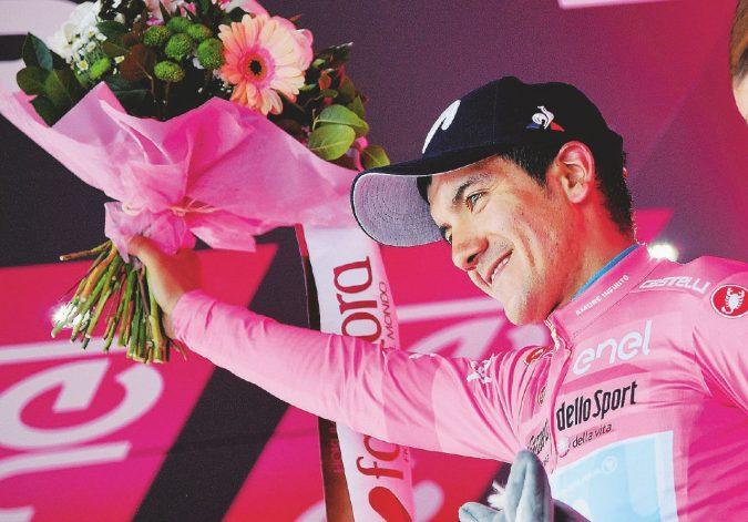 Carapaz al Giro di boa: la corsa rosa è quasi sua
