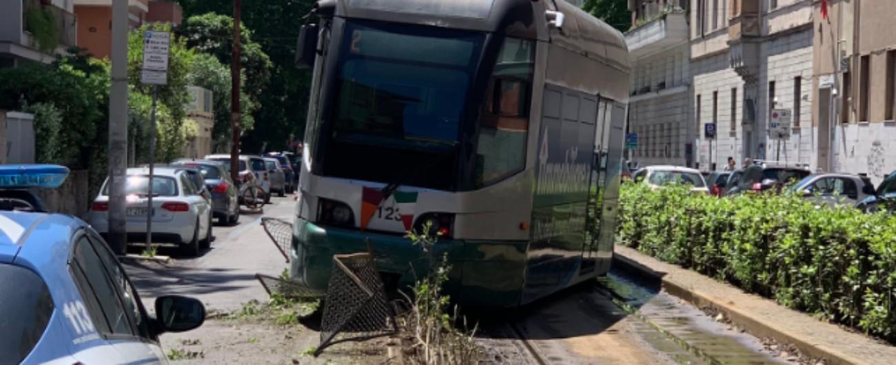 Roma, deraglia tram della linea 2: paura ma nessun ferito a pochi passi dal centro