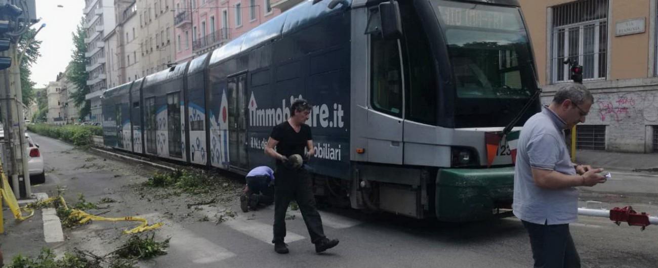 """Tram deragliato a Roma, la prima ipotesi: """"Perdita d'acqua ha ammalorato i binari"""""""