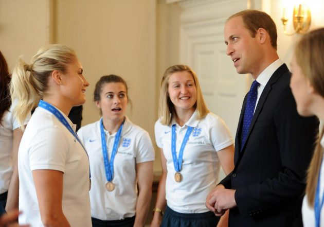 The Duke of Cambridge talks to captain Steph Houghton (left) as he meets members of the England Women's Football team during a breakfast reception at Kensington Palace. PRESS ASSOCIATION Photo. Picture date: Thursday July 9, 2015. The Lionesses finished the tournament, staged in Canada, as Europe's top side after their 1-0 third-place play-off win over Germany in Edmonton at the weekend. See PA story ROYAL William. Photo credit should read: Andrew Matthews/PA Wire Lapresse Only italyDuca di Cambridge incontra la squadra di calcio femminile Inglese a Kensington Palace
