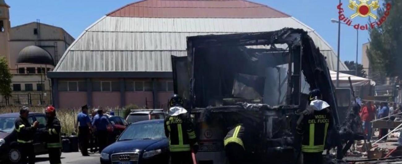 Gela, esplosione in un mercato rionale: 20 feriti, quattro sono in gravi condizioni