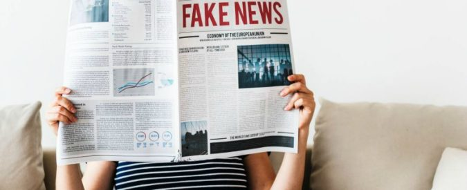 Fake news, come combattere le teorie del complotto? Per esempio, non gettando benzina sul fuoco