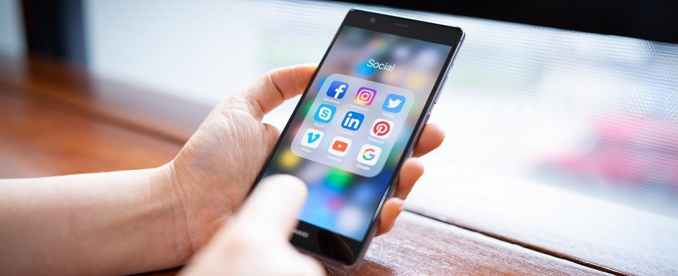 Facebook, WhatsApp e Instagram: vietate le preinstallazioni sugli smartphone Huawei non ancora prodotti