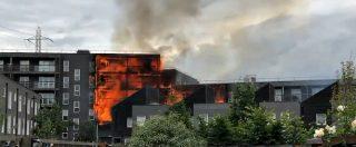 Londra, palazzo di sei piani avvolto dalle fiamme nella periferia est della città