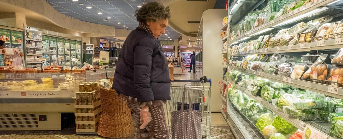 """Spesa delle famiglie, Istat: """"Nel Nord 800 euro in più al mese"""". Ecco come viene riempito il carrello e su cosa si taglia"""