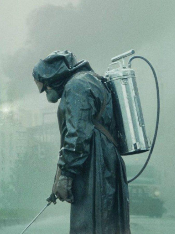 """Chernobyl, uno dei """"liquidatori eroi"""" vede la serie tv e si suicida: """"Gli avevano negato la casa popolare"""""""