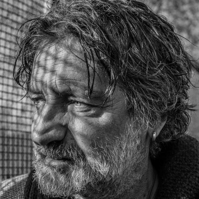Addio a Enrico Nascimbeni, è morto il giornalista e cantautore che lottava per i diritti Lgbt e delle minoranze