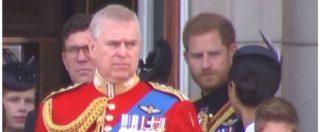 Royal family sul balcone di Buckingham Palace al gran completo, il principe Harry sgrida Meghan Markle: ecco cosa è successo