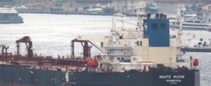 """La nave col petrolio """"sbagliato"""" bloccata dall'Eni a Milazzo"""
