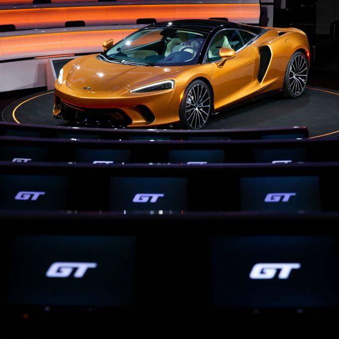 McLaren GT, al via la passerella in 11 paesi europei. C'è anche l'Italia – FOTO