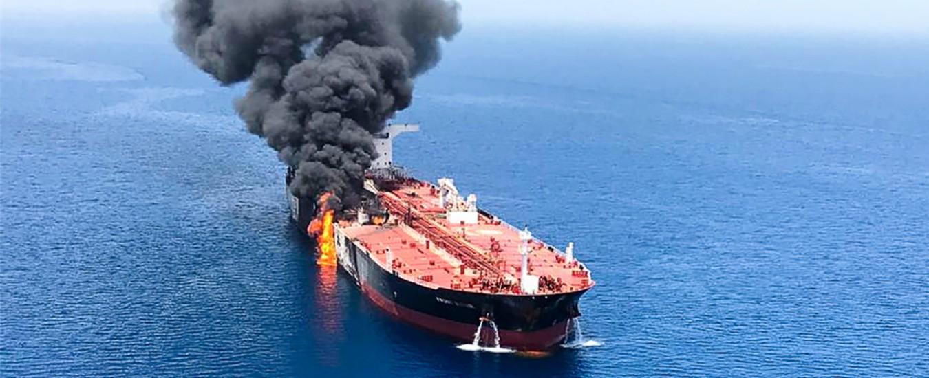 """Oman, video Usa su attacco petroliere: """"Pasdaran rimuovono mina da nave"""". Ma equipaggio: """"Colpiti da oggetto volante"""""""