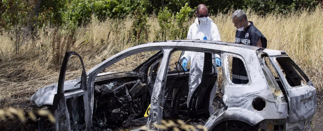 """Roma, trovati due cadaveri carbonizzati in un'auto nel litorale di Torvaianica. La proprietaria: """"L'ha presa mia figlia"""""""