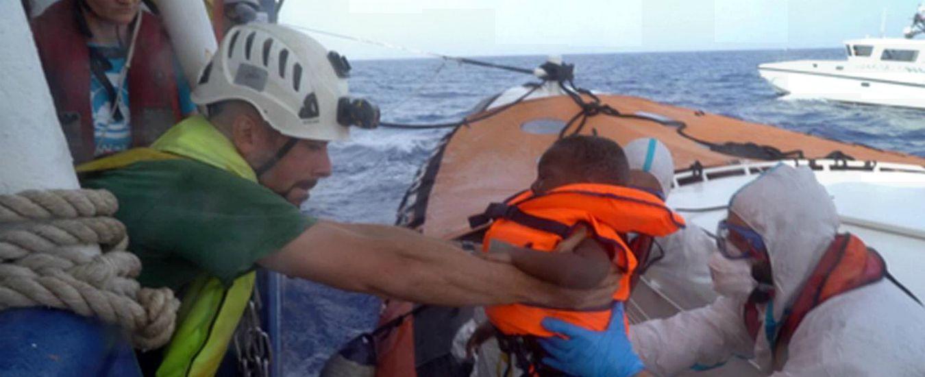 Sea Watch 3, nave ong ferma al largo di Lampedusa con 43 persone a bordo per il quinto giorno consecutivo