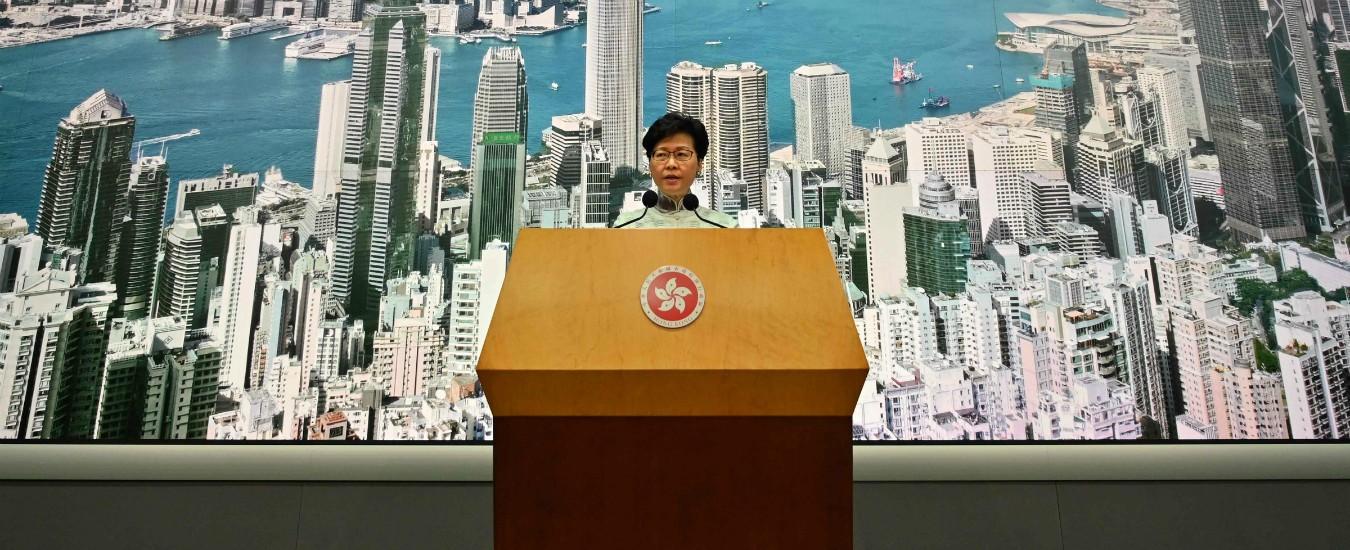 """Hong Kong, dopo le protese arriva l'annuncio della governatrice Lam: """"Sospesa la legge sulle estradizioni"""""""