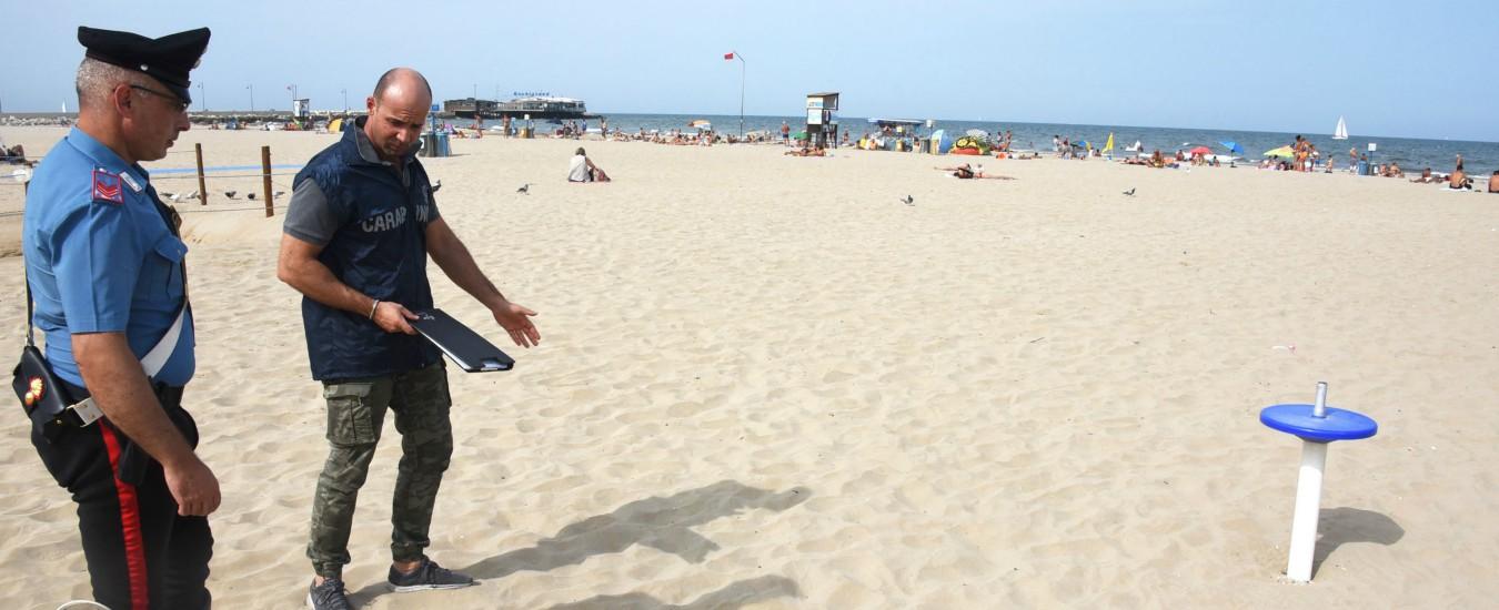 Rimini, due turiste salvate da aggressione sessuale in spiaggia: arrestato un 36enne