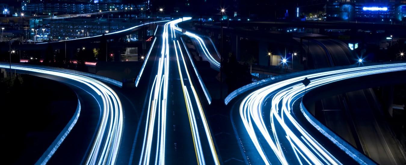 Auto e infrastrutture che comunicano per rendere le strade più scorrevoli e sicure, un progetto europeo