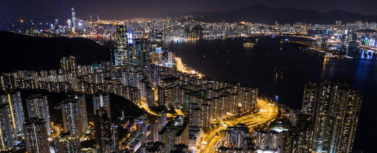 """Hong Kong, la Cina tenta di scardinare il motto """"Un Paese due sistemi"""" e riprendersi il Porto Profumato"""