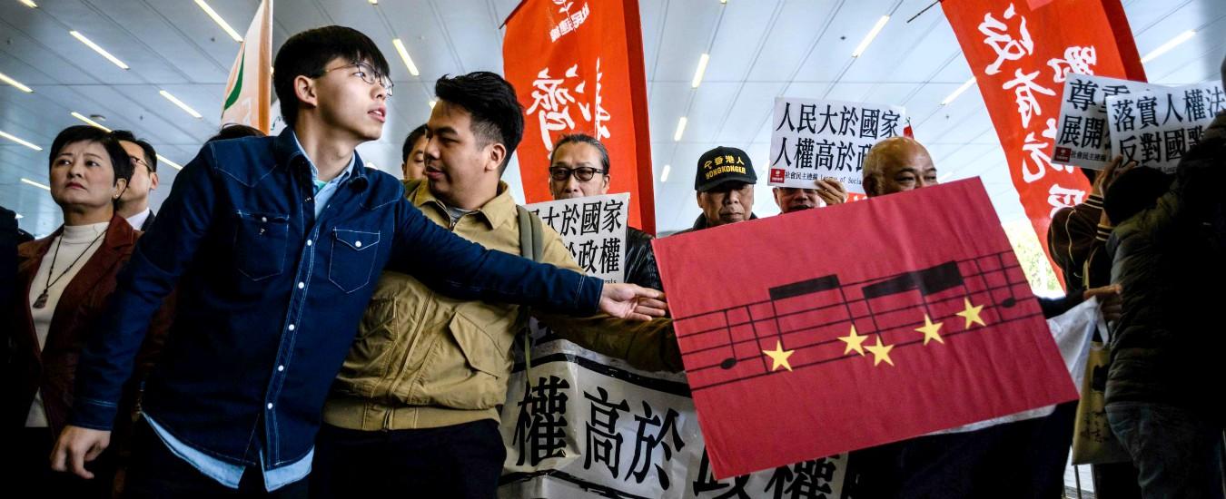 """Hong Kong, liberato lo studente leader del """"movimento degli ombrelli"""": """"Ora si dimetta la governatrice"""""""