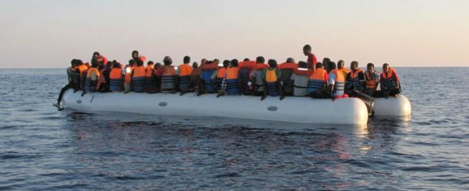 Migranti, imbarcazione con 45 persone a bordo sbarca a Lampedusa. A bordo anche donna incinta e due bambini