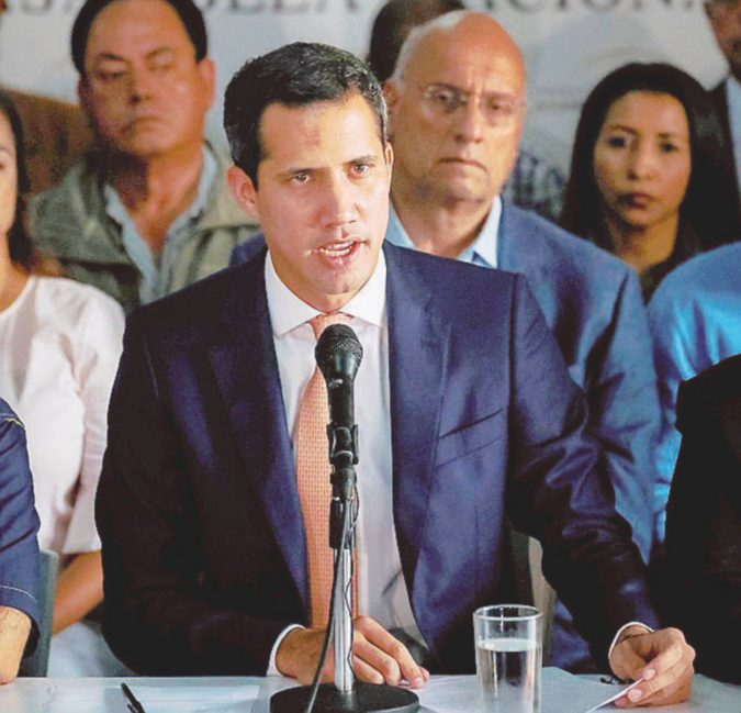 Fondi rubati, Guaidó costretto all'inchiesta