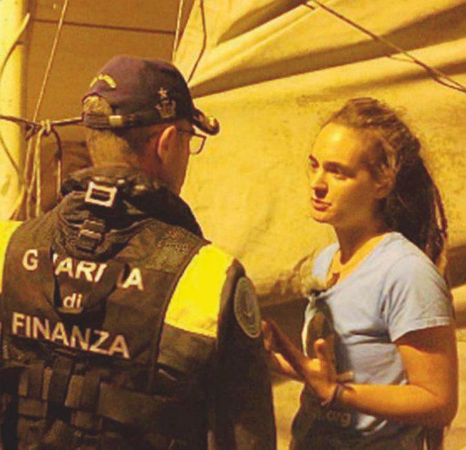 """L'appello del capitano Carola: """"Fate presto! Questi 43 migranti devono sbarcare subito"""""""
