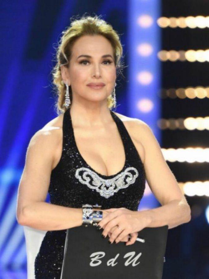 """Vladimir Luxuria a Live: """"Pamela Perricciolo voleva essere Mark Caltagirone"""". Barbara D'Urso chiude la stagione con il 18,3% di share"""