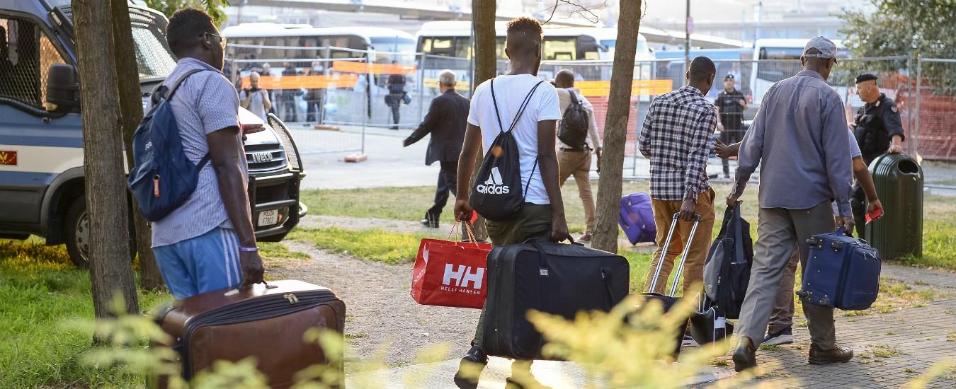 """Migranti, 600 famiglie accolgono ciascuna un rifugiato: """"Nonostante clima politico"""""""