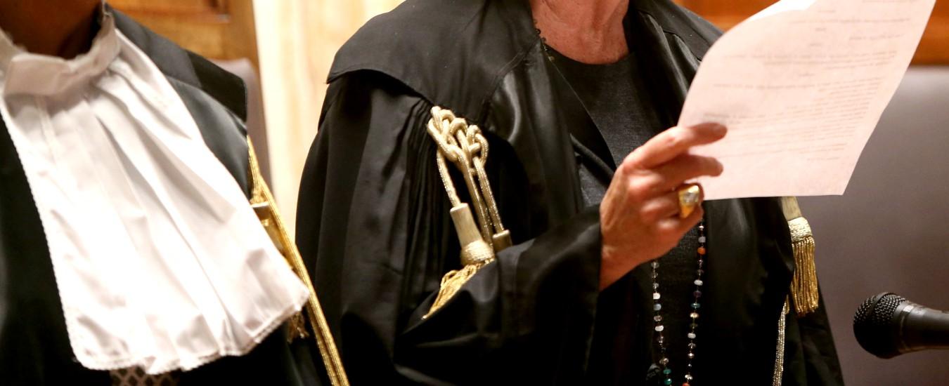 Padova, condannato per violenze contro ex moglie: la giudice gli affida il figlio