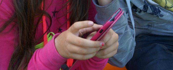 Smartphone e minori, il rischio è di passare dalla prevenzione all'ossessione