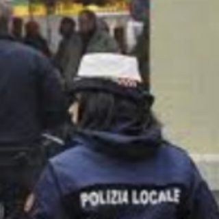 https://st.ilfattoquotidiano.it/wp-content/uploads/2019/06/22/polizialocale240-320x320.jpg