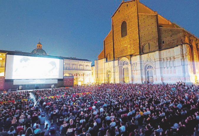 """""""Apocalypse Now"""" o """"Easy Rider"""": il Cinema nelle piazze di Bologna"""